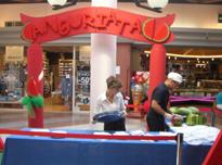 Nel centro commerciale ci sono spazi per esposizioni di brand.