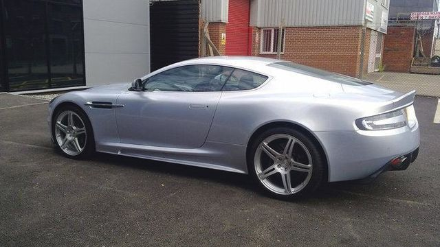 A silver coloured car equipped with Sheffield's best range of alloy wheels and tyres with the lowest prices
