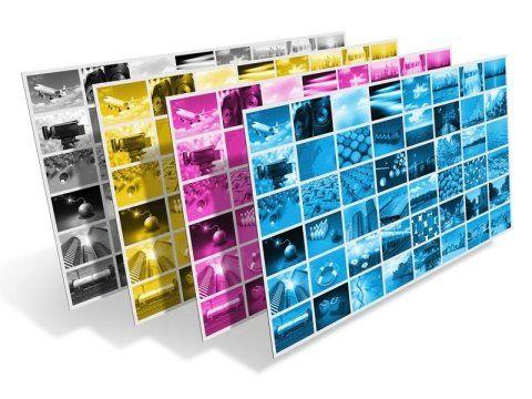 dei quadri tridimensionali con dei collage di fotografie di diversi colori