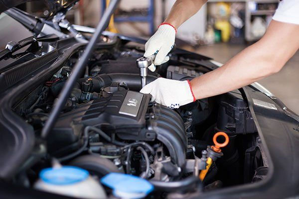 Riparazione motore auto