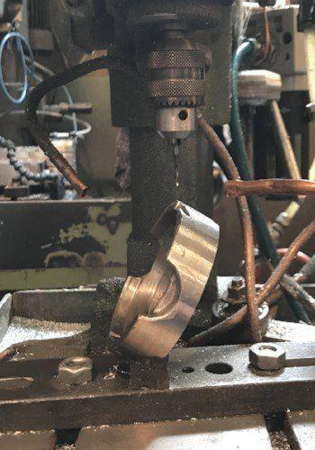 macchinario industriale per l'attività di foratura dei metalli