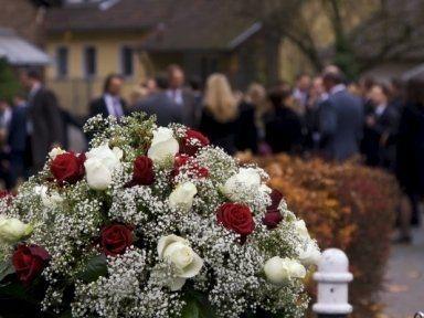 addobbo floreale per cerimonia funebre