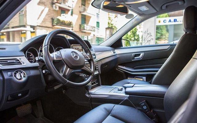 Mercedes con autista