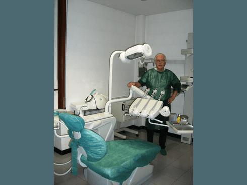 dentista specializzato in chirurgia odontoiatrica