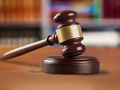 Un martello di legno del giudice