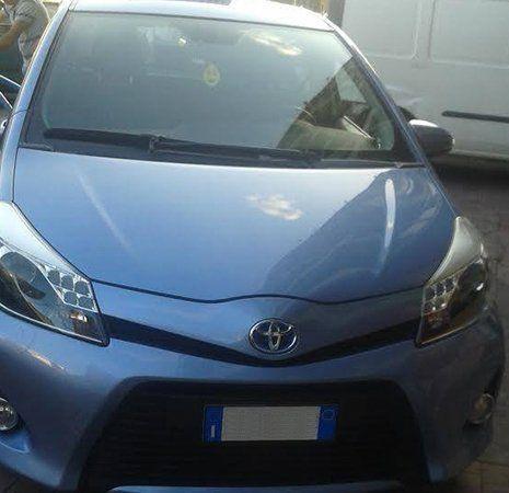 Macchina Hyundai color azzurro pronta al noleggio
