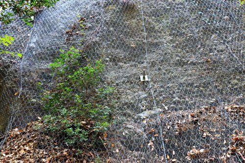 sistema anticaduta della rete metallica in montagna