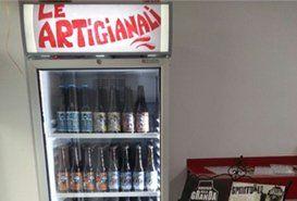 Birre artigianali nel frigorifero porta a vetro a Roma