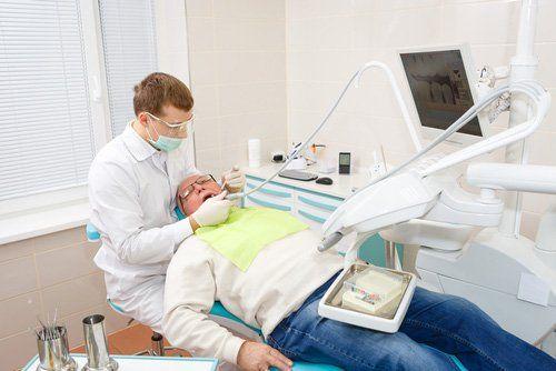 visita dentistica a un paziente anziano - Ambulatorio Odontoiatrico Estense