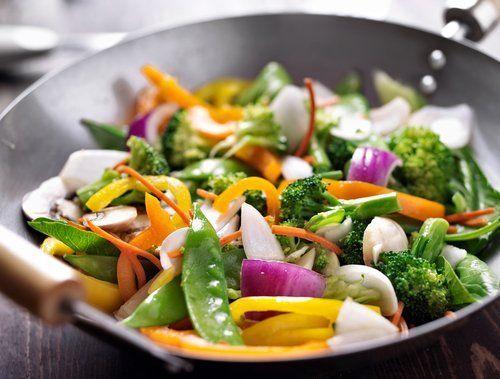 pentola con insalata mista