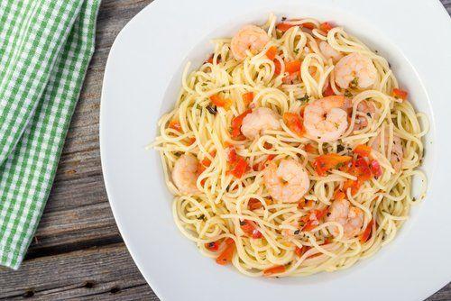 spaghetti con gamberi e pomodorini