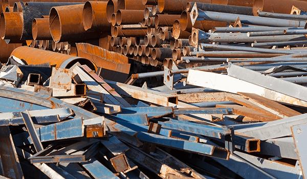 Rottami di materiale in ferro di vari dimensioni