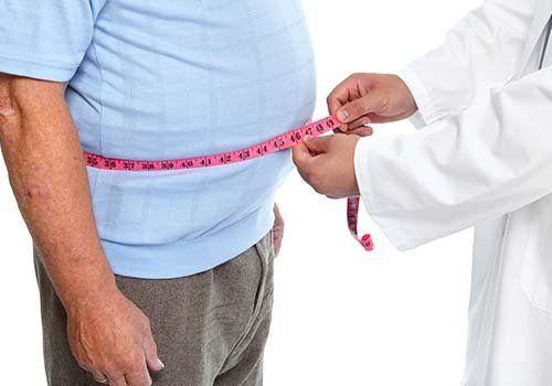 Medico misura la vita di un paziente