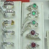 anelli, anelli in oro bianco, anelli con smeralo, anelli con rubino, anelli in oro