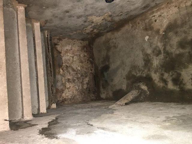 un muro danneggiato dall'umidità