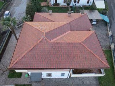 vista dall'alto di un tetto