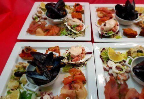 Assortimento di piatti di pesce