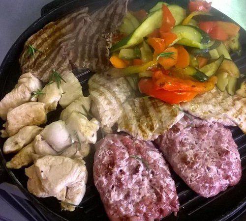 piatto misto di carne e verdure