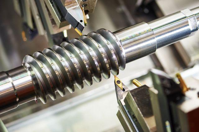 un tubo di ferro con una filettatura al centro