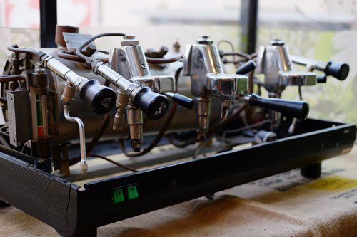 una macchina del caffè disassemblata