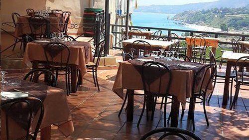 sala ristorante con vista mare