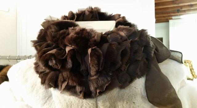 una sciarpa da donna in pelliccia animale