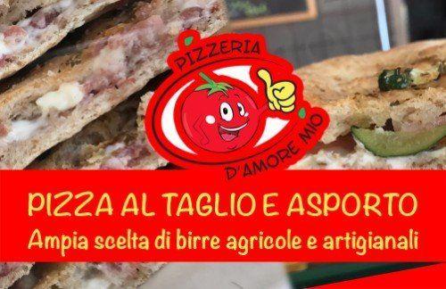 Cartello di un ristorante di kebabs promuovendo l'apertura