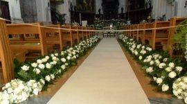 decorazioni floreali intenro chiesa