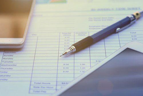 biro appoggiata su un documento
