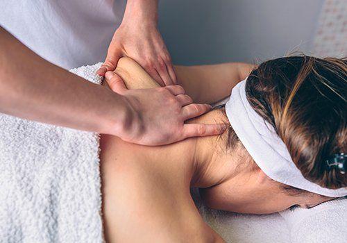 Cliente ricevendo un massaggio nella schiena