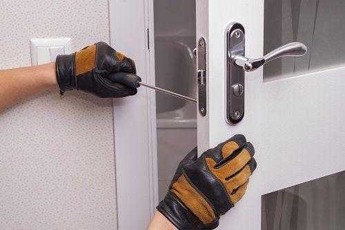 manutenzione di una serratura