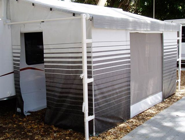 Roll Out Awning Walls On Caravan