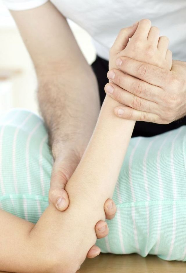 Expert performing physiotherapy services in Ashburton