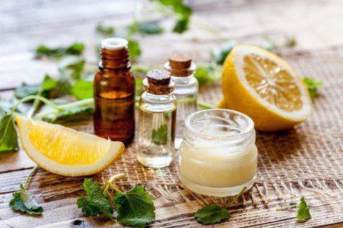 cosmetici naturali e alcuni limoni
