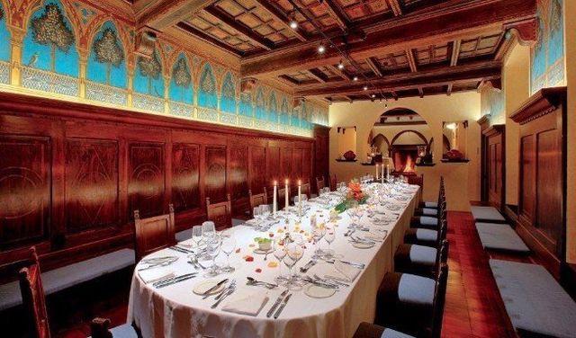 Il famoso Cenacolo Fiorentino con il soffitto a cassettoni e gli affreschi