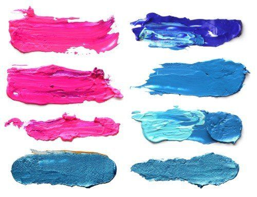 diversi colori di pitture, dal rosa al blu
