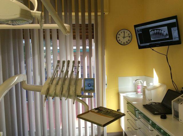 dentista al lavoro e paziente