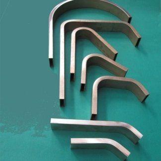dei tubi rettangolari curvati