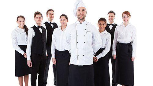 brigata di cuoco e camerieri in divisa