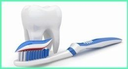 dente con spazzolino da denti