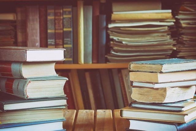 biblioteca polverosa
