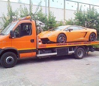 trasporto con carro attrezzi, recupero auto con carro attrezzi, trasporto auto