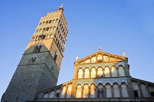 due edifici storici, una torra ed una cattedrale