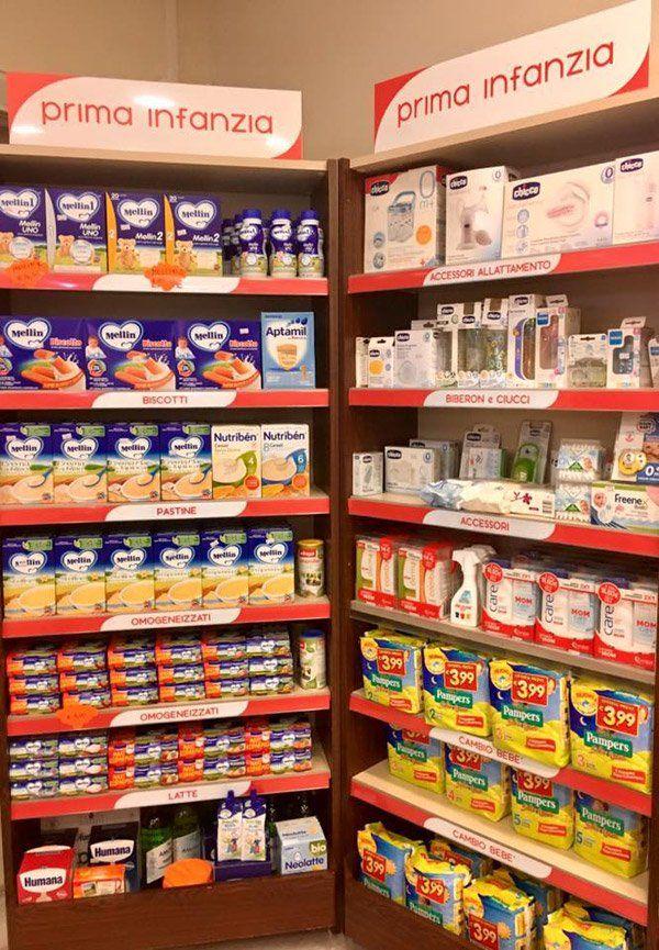 Vista interna della farmacia a Galatone
