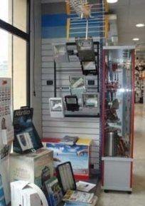 adattatori di tensione, alimentatori; amperometri, antenne, antenne satellitari,