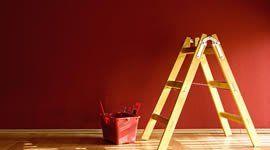 Scale e secchio di vernice