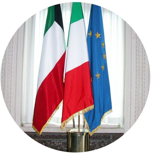 bandiere di italia ed europa