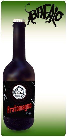 una bottiglia di birra della marca Pratomagno