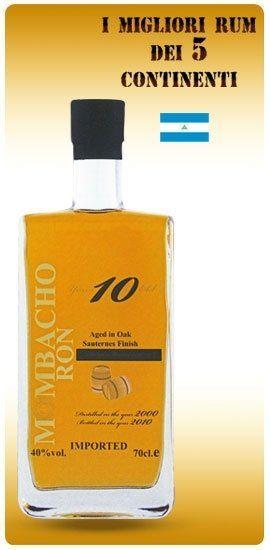 una bottiglia di Rum M Mbacho Ron 10
