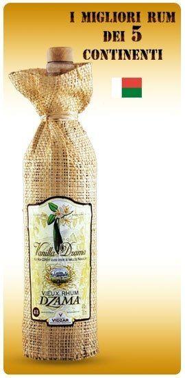 una bottiglia di rum Dzama incartata con dello iuta